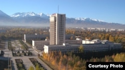 Әл - Фараби атындағы ұлттық мемлекеттік университетінің ғимараты. Алматы