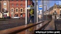 Зупинка, на яку працедавець привіз непритомну українку