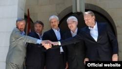 Croatian President Ivo Josipovic with Serbian President Boris Tadic and members of the Bosnia-Herzegovinian tripartite presidency at the meeting in Brijuni on July 18.