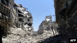 Syria - A handout picture released by the Syrian opposition's Shaam News Network on July 27, 2012 shows destruction in the Juret al-Shayah district of the central city of Homs, 27Jul2012