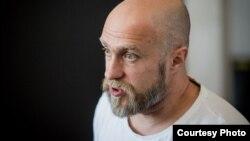 Мастак Міхаіл Гулін у сваёй майстэрні, архіўнае фота