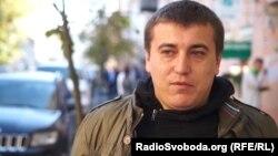 За словами Сініцина, кримінальне провадження пов'язане з його спробою зібрати дані про поліцейських, причетних до затримання активістів біля Подільського управління поліції Києва 9 лютого