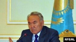 Президент Казахстана Нурсултан Назарбаев во время пресс-конференции. Астана, 16 апреля 2010 года.