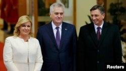 Presidentja e Kroacisë dhe Presidenti i Serbisë e ai i Sllovenisë në nisje të Samitit Bërdo-Brioni në Sarajevë