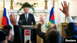 Сергій Лавров на прес-конференції в резиденції посла Росії в Лондоні, 14 березня 2014 року