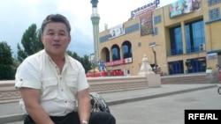 Сәулетші Марат Мыңбаев. Алматы, шілде, 2009 жыл.
