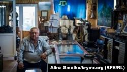 Батько Амета Аметова, голова Судацького районного меджлісу Ільвер Аметов після обшуків у себе вдома, 8 травня 2017 року