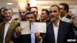محمود احمدینژاد در کنار معاون دوره ریاست جمهوریش،حمید بقایی