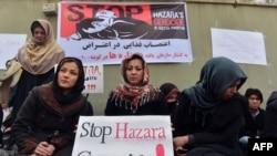 Женщины хазарейской общины Афганистана проводят голодовку в знак протеста против теракта в городе Кветта, направленного против хазарейской общины Пакистана. Кабул, 19 февраля 2013 года