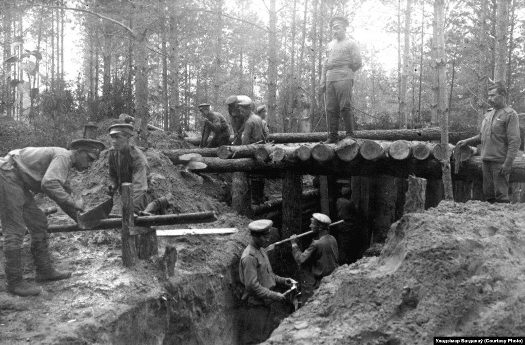 Салдаты расейскай арміі будуюць зямлянку, 1916 год