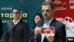 """Вицепремиерот и министер за финансии Зоран Ставрески ја промовира наградната игра """"Фискална во рака - награда без мака""""."""