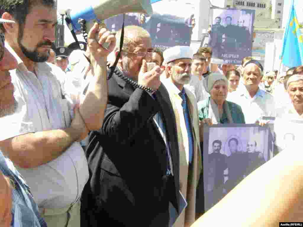 Рифат Чубаров митингта чыгыш ясый