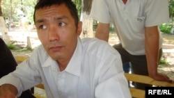 """""""Жылыоймұнайгаз"""" мұнайшыларының белсендісі Асылхан Мусин. Атырау, 2 маусым 2010 жыл."""
