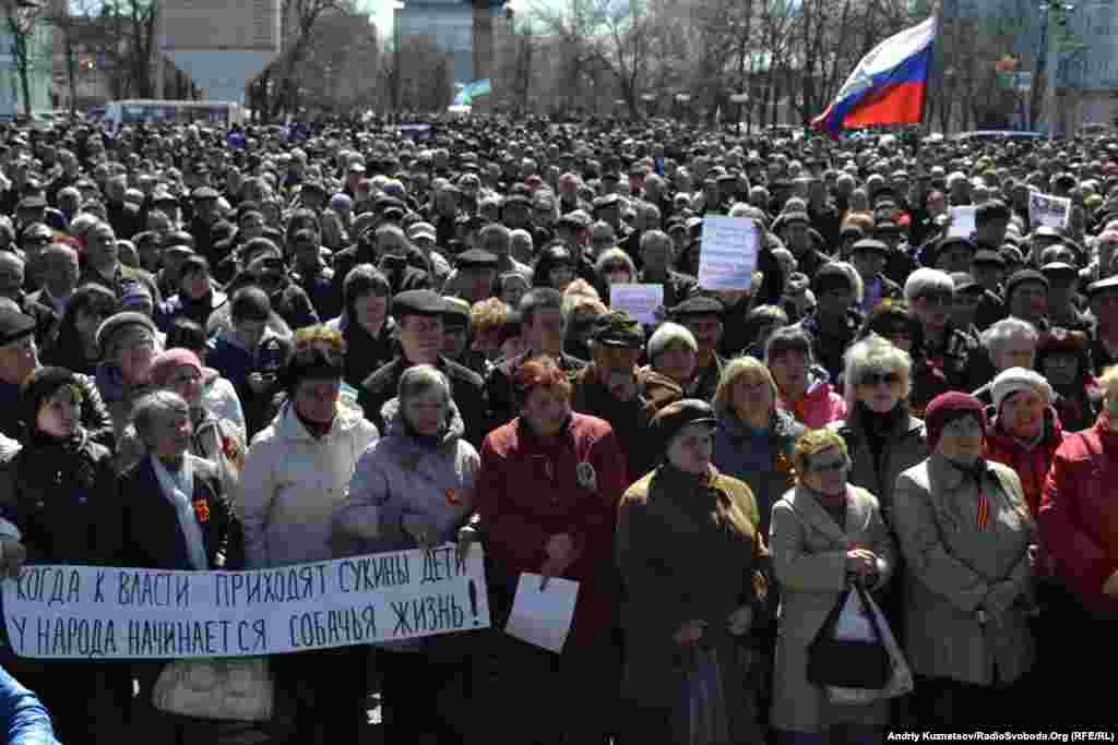 جدایی طلبان حامی روسیه در لوهانسک در شرق اوکراین