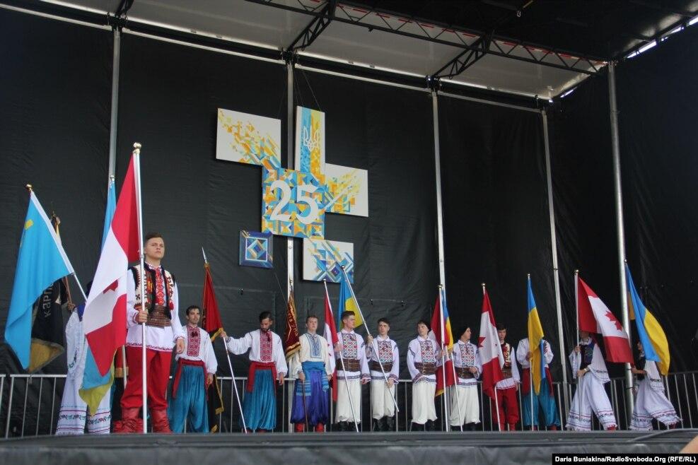 Урочиста частина розпочалася із внесення прапорів