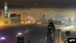 Кытай. Гонконгдун Виктория портунун үстү. 15-март 2010