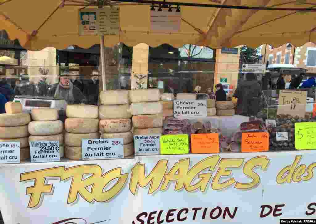 и, конечно же, сыр, который теперь запрещен для россиян