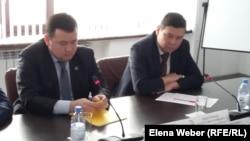 Слева направо: начальник 4-го управления прокуратуры Карагандинской области Асыгат Ахметов и председатель специализированного межрайонного экономического суда Карагандинской области Талгат Токбулатов. Караганда, 2 марта 2017 года.