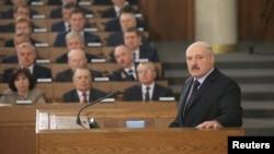 Олександр Лукашенко під час виступу у білоруському парламенті, 21 квітня 2017 року