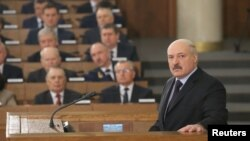Беларусь президенті Александр Лукашенко парламентте. Минск, 21 сәуір 2017 жыл.