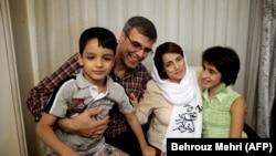 Həbsdən yenicə çıxmış hüquq müdafiəçisi Nasrin Sotoudeh ailəsiylə birlikdə