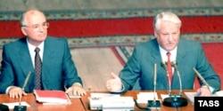Борис Ельцин и Михаил Горбачев. 23 августа 1991 года