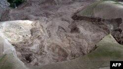 Pamje nga shembja e mëparshme e dheut në provincën Badakhshan në Afganistan