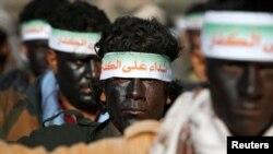 Хуситы на параде в Йемене