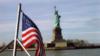 Очередь за американскими визами возле консульского отдела посольства США в Москве (Большой Девятинский переулок, 8)
