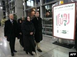 سفر خانواده لوینسون به تهران در آذرماه ۸۶ برای پیگیری وضعیت وی