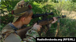 Володимир під час гри спробував себе у ролі снайпера
