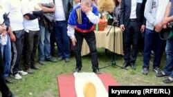 «Hıdırlez» qırımtatar milliy bayramında qalaqay yuvarlamaq adeti