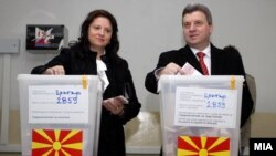 Политичарите гласаат во Скопје