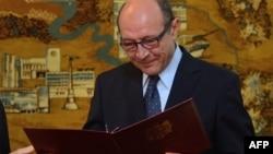 Fostul președinte român Traian Băsescu la depunerea jurămîntului de cetățean moldovean