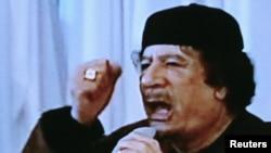 معمر قذافی در جریان نطقی که روز سهشنبه از تلویزیون دولتی لیبی پخش شد