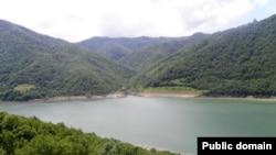 Зонкарское водохранилище в Цхинвальском районе Южной Осетии построено во времена СССР на реке Малая Лиахва (левый приток Большой Лиахвы)