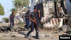 """Место взрыва перед отелем """"Джазира"""" в Могадишо, 2 января 2013"""