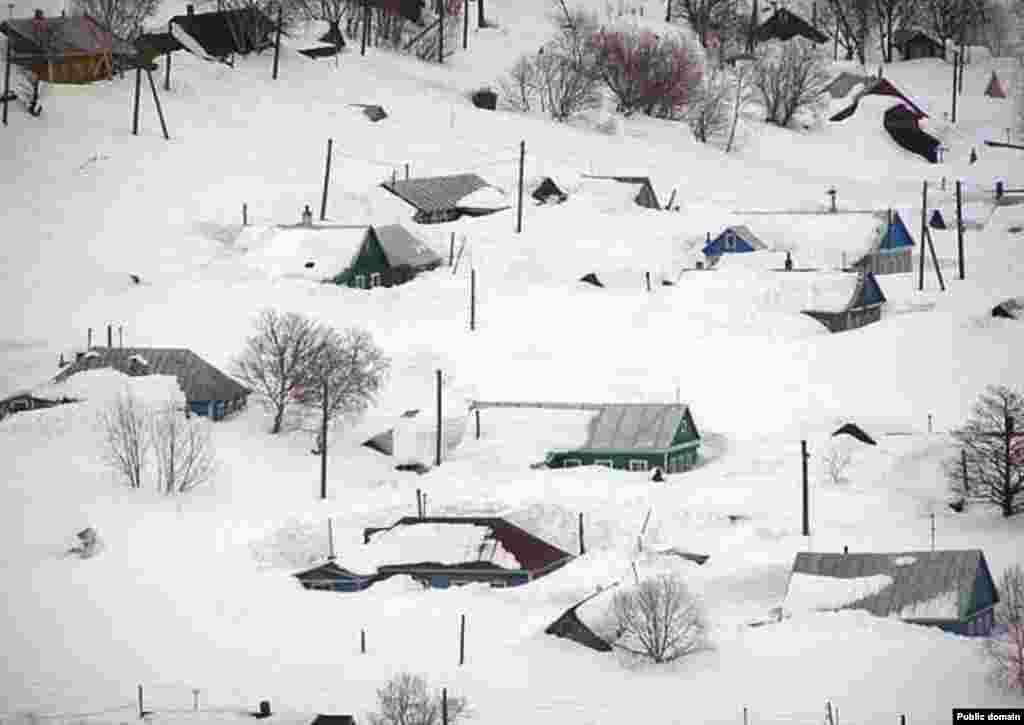Шығыс Қазақстан облысы Зырян қаласындағы қар. Қаңтар, 2013 жыл. Сурет әлеуметтік желіден алынды.