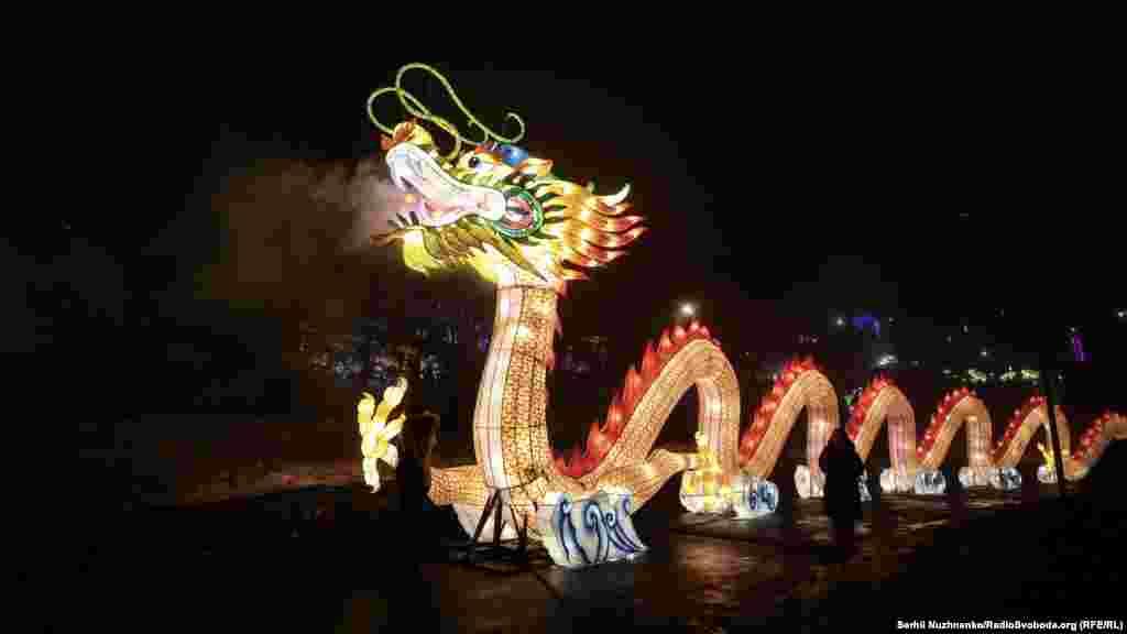 Центральна фігура фестивалю – 40-метровий дракон