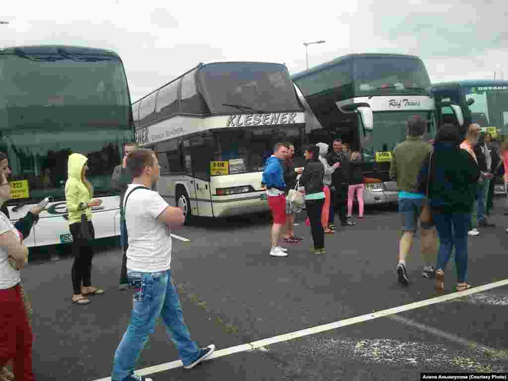 """Автобусы, на которых привозили """"митингующих"""""""