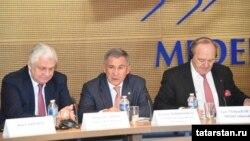 Сулдан: Русия илчесе Александр Орлов, Рөстәм Миңнеханов, MEDEF International вице-президенты Ив-Тибо де Сильги