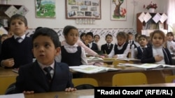 Russian schools are often the second-best option for middle-income parents in Tajikistan who can't afford to send their children to private schools. (file photo)