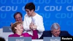 Angela Merkel și Annegret Kramp-Karrenbauer