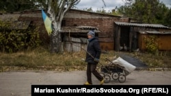 Фоторепортаж: Як живуть люди під Донецьким летовищем