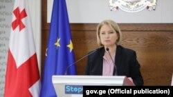 По словам министра, правительство уже налаживает активные контакты с международными компаниями, которые стремятся к диверсификации