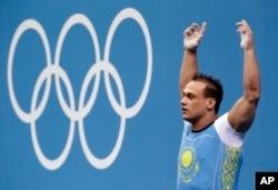 Казахстанский тяжелоатлет Илья Ильин на Олимпийских играх в Лондоне. 2 августа 2012 года.