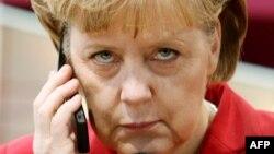 Գերմանիայի կանցլեր Անգելա Մերկելը խոսում է բջջային հեռախոսով, արխիվ