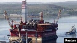Російська нафтова платформа у Мурманську