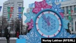 Новогодние декорации на площади Республики. Алматы, 20 декабря 2014 года.