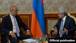 Armenia - President Serzh Sarkisian (R) meets with France's Secretary of State for European Affairs Harlem Desir in Yerevan, 25Apr2016.